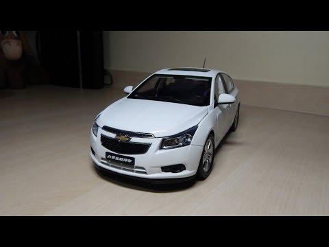 Miniatura GM Chevrolet Cruze Hatch LTZ 1:18 Diecast