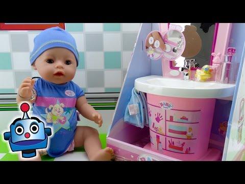 Bebé y Lavabo Interactivos de Baby Born - Juguetes de Baby Born