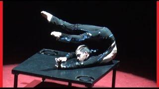 Very flexible gymnast. Очень гибкий гимнаст. Стоит посмотреть