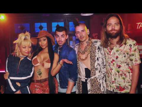 "Nicki Minaj TEASES ""Kissing Strangers"" Collab With DNCE & Gets Close With Joe Jonas"
