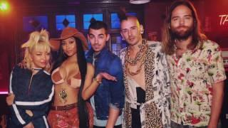 "Nicki Minaj TEASES ""Kissing Strangers"" Collab With DNCE & Gets Close With Joe Jonas"