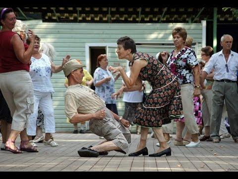 Люди танцуют. ТОП!!! Сборник клип. Смешные танцы и танцоры, прикол. или Потанцуем крабика.