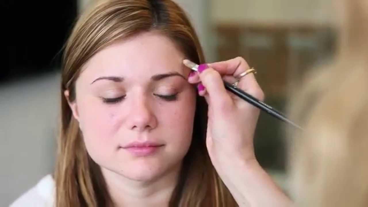 Tutoriel: Chignon et mascara - réussir son maquillage de tous les jours - YouTube
