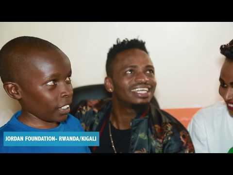 Diamondplatnumz - Alivyotembelea watoto wenye upofu wa macho (Rwanda/kigali) part 2
