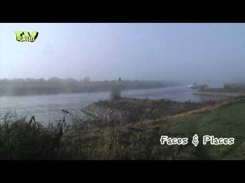 River IJssel - Schip in de mist op rivier IJssel