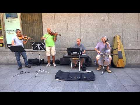 Street artist in Madrid - Vivaldi - Spring - Shot with Nokia Lumia 1020 (Full HD)