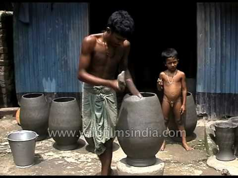 Pottery made without a Potters' Wheel: West Bengal's Siliguri district