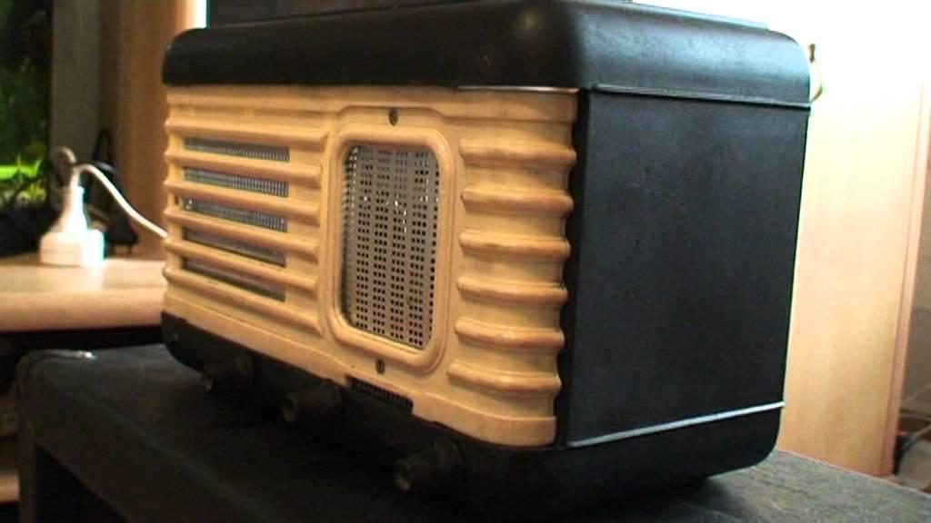 Комбоусилители (комбики) для гитары позволяют усиливать звук и экспериментировать с ним. Pop-music предлагает широкий выбор комбиков: от бюджетных транзисторных до дорогих ламповых, от миниатюрных, которые весят не больше килограмма, умещаются на ладони и работают от батареек,
