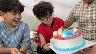 """Cậu bé nhức cái đầu """"Ngôi sao khoai tây"""" được Trung Lùn tặng bánh sinh nhật dễ thương"""