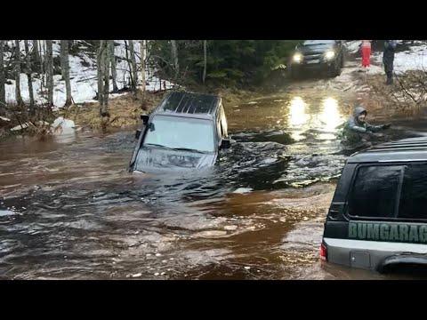 3 машины утонуло,