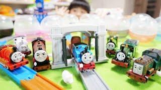 カプセルプラレール きかんしゃトーマス とびだせ友情の大冒険編 全種類/Thomas&Friends capsule toy complete Journey Beyond Sodor thumbnail