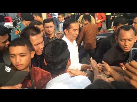Kunjungi Kuliner Cirebon, Jokowi Diserbu Warga