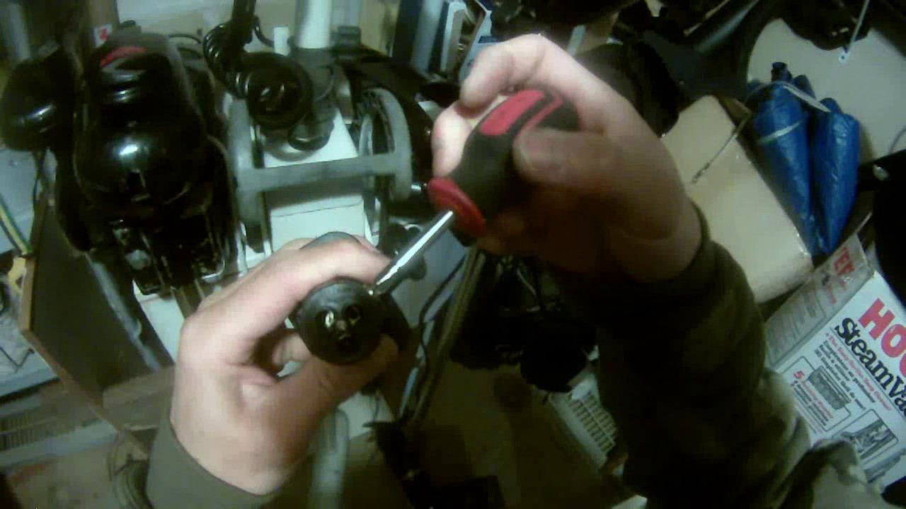 small resolution of a close up look of marinco trolling motor receptacle part 2 of 2