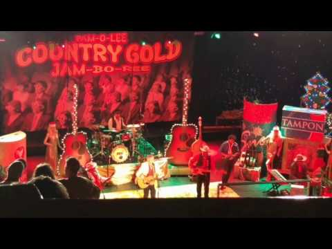 Robert Earl Keen singing Merry Christmas From The Family at Aztec Theatre