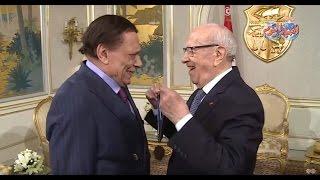 أخبار اليوم |الزعيم يثير ضحك ''السبسي'' أثناء منحه وسام الإستحقاق الثقافي