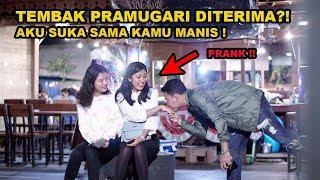 Download lagu TEMBAK 2 PRAMUGARI CANTIK TAK DI KENAL DI TERIMA ?!!! SUMPAAAAH MANIS BANGEEET SENYUMANNYA