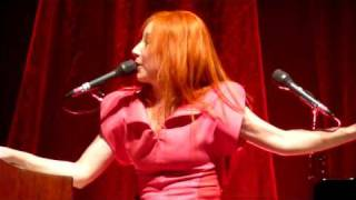 Strong Black Vine - Tori Amos Antwerp 04.10.2009