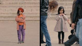 Как относятся к бездомным и благополучным детям на улице
