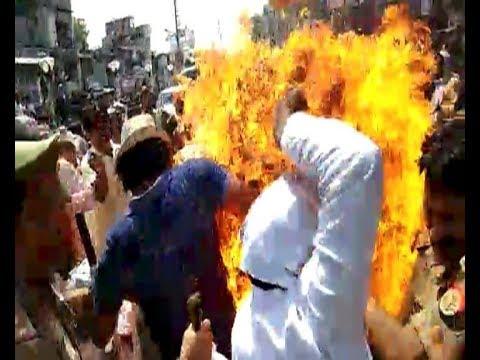 Mughalsarai: Congress workers try to burn effigy; eight people hurt