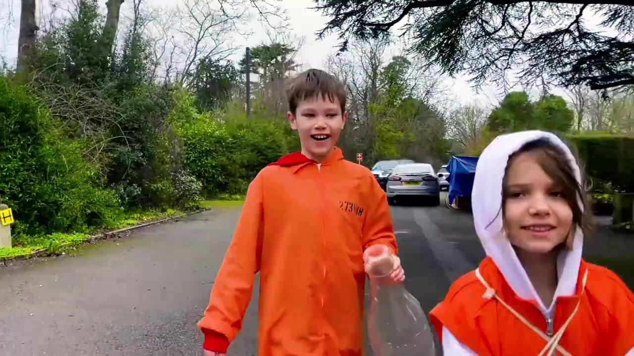 Катя и Макс убежали от полицейской машины папы