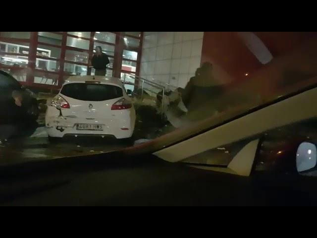 Un aparatoso accidente afecta a varios coches en O Ceao