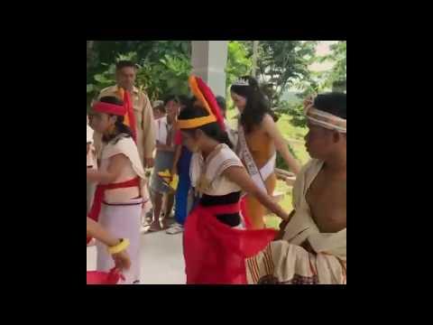 cantiknya-maria-hostiana,-puteri-indonesia-2019-asal-ntt-saat-berkunjung-ke-sumba-barat