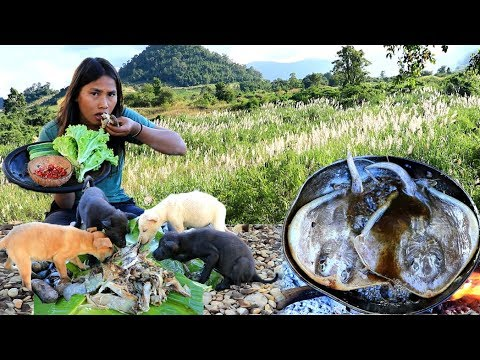 Survival skills - cooking myliobatoidei for dog  -  Eating delicious