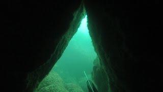 Чертовщина какая-то. Подводная охота.(Все было классно погода, море, заплываю начинаю нырять, рыбы нет, вижу под скалами просвет, тогда и подумал..., 2016-11-03T20:35:43.000Z)