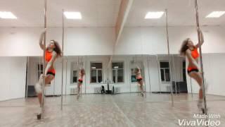 Яна Светлая. Pole exotic. Девушка танцует
