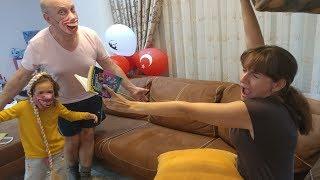 Dede  ile elif leraya şaka yapıyor, Lera korktu mu ? eğlenceli çocuk videosu