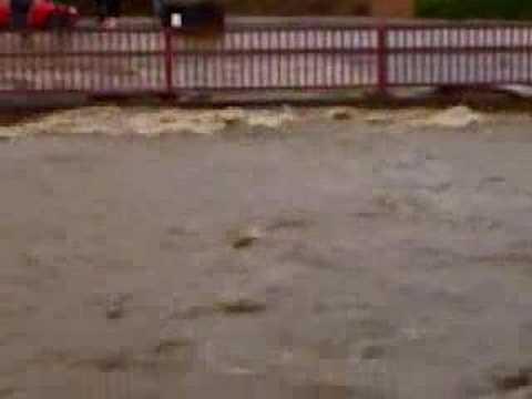 b q bridge hillsborough sheffield flood 25 6 2007 youtube. Black Bedroom Furniture Sets. Home Design Ideas