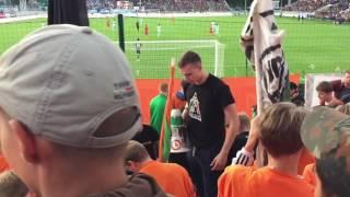 У фанатов Урала пошли в ход флаги и баннеры