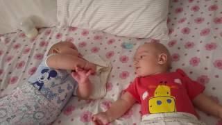 El Ele Tutuşarak Uyanıyoruz ★ Şanslı İkizler ★