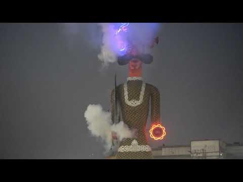 दुनिया का सबसे बड़ा रावण / 3 मिनिट में 3० लाख को लगाई आग