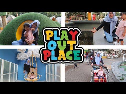bermain-di-bukit-teletubbies,-naik-becak,-perosotan,-kolam-ikan---play-out-place
