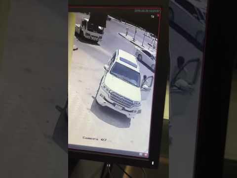 فيديو سرقة سيارة بربع مليون ريال في الرياض