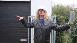 Bonnie St Claire vertelt haar kant van het verhaal.