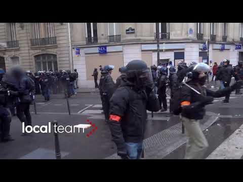 Manifestation des Gilets Jaunes : un policier pris en flag avec un marteau à la main