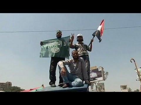 Les partisans islamistes de Morsi défendent sa légitimité