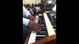 Brandon Jones on ORGAN!! Praise break New Jerusalem COGIC 2010