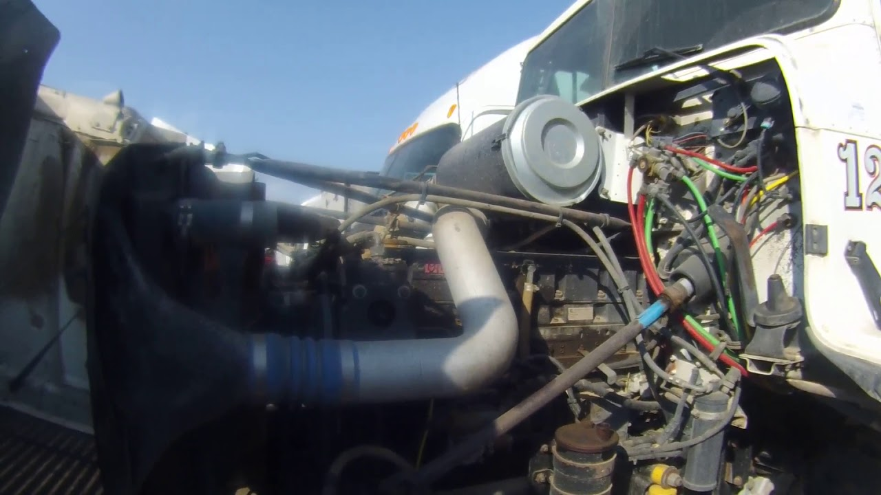 CUMMINS M11 CELECT PLUS 370HP - YouTube