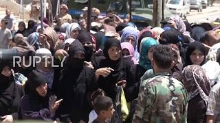 Syria: Residents queue in Al Waer as Russian soldiers hand out aid parcels