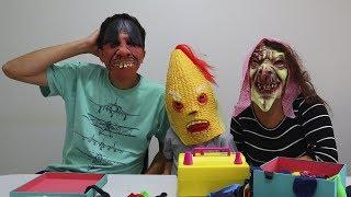 Brincando com BALÕES e Mascaras | Little Babies Masks Story