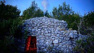2 DAYS SOLO HUNṪING 200 Year Old Stone Shelter - Bushcraft Hot Stove