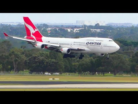 WOBBLY APPROACH | Boeing 747 vs. Strong 35kt Headwinds | Melbourne Airport Plane Spotting