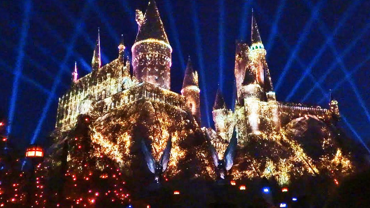 nighttime lights at hogwarts castle harry potter projection show universal studios hollywood