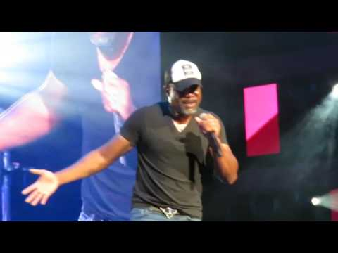 Tailgate Watch: Darius Rucker performs his new single