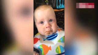Video Baby is moved to TEARS by mother's beautiful song download MP3, 3GP, MP4, WEBM, AVI, FLV Mei 2018