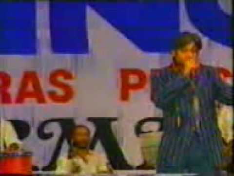Amit Kumar sings 'Mai hun jhumroo' in R.D.Burman live show.mp4
