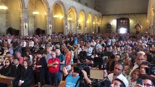 Napoli, funerali di De Crescenzo. Il parroco: